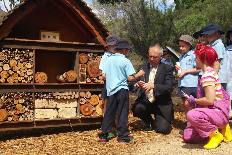 Dr Gordon de Brouwer Secretary for the Department of the Environment with Maribyrong Primary students making mini bee hotels